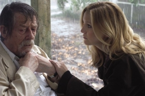kate-hudson-e-john-hurt-in-the-skeleton-key-20922