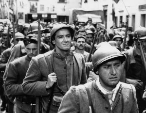 grande-guerra-la-1959-002-vittorio-gassman-alberto-sordi-parade-00n-ghw