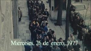 Siete_d_as_de_enero_Im_genes_reales_27_enero_1977_multitud_calle_entierro