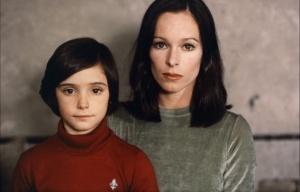 Ana Torrent y Geraldine Chaplin en Cria Cuervos II